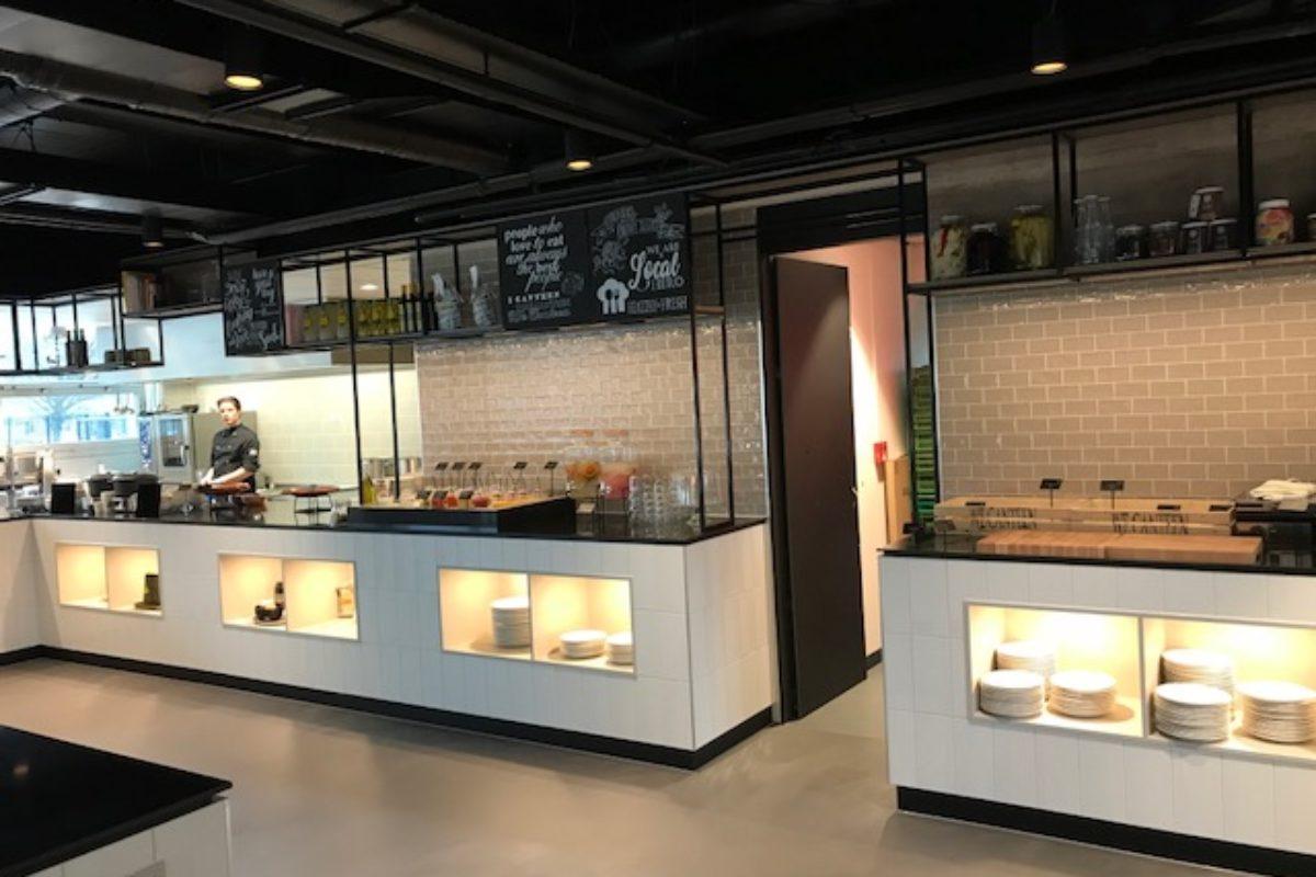 Verbouwing kantoortorens Westpoort Amsterdam
